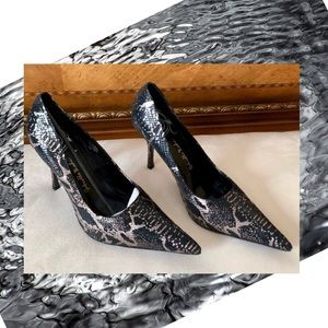 Gabriella Rocha 12 W Snake Leather Heels NWOT